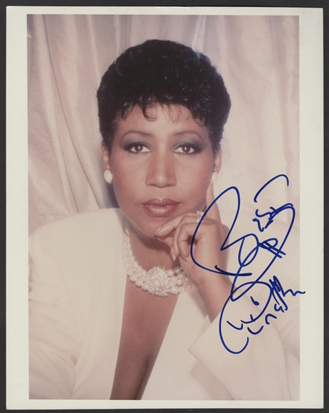 Aretha Franklin Signed 8 x 10 Photograph
