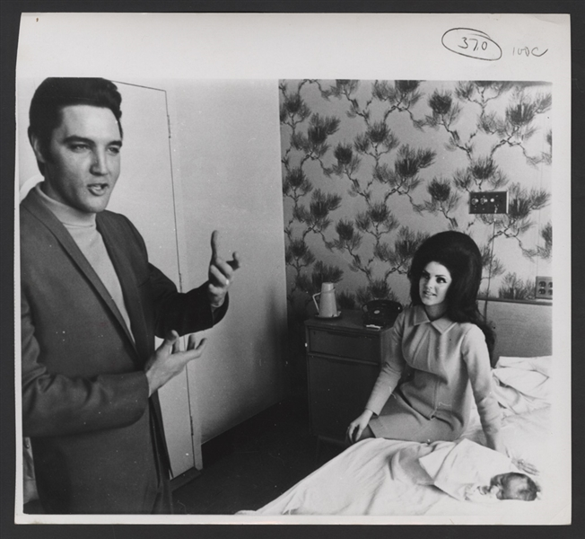 Elvis Presley Original Photograph With Priscilla and Baby Lisa Marie